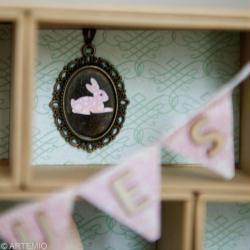 3. Décoration de la case 2 avec un médaillon de Pâques