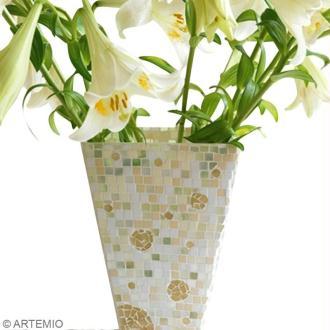 Décorer un vase en mosaïque