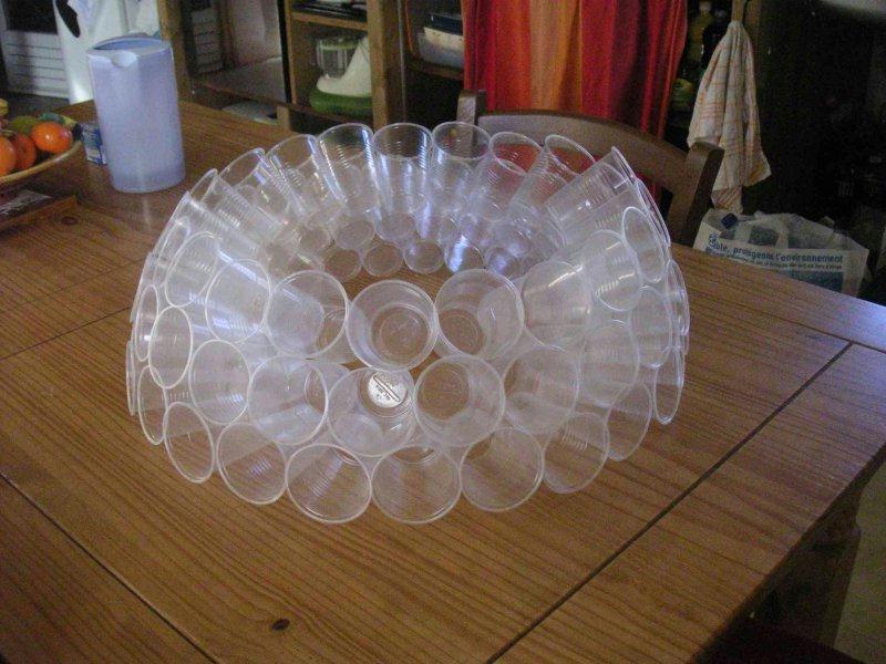 Fabriquer boule de noel avec verre en plastique - Decoration gobelet plastique ...