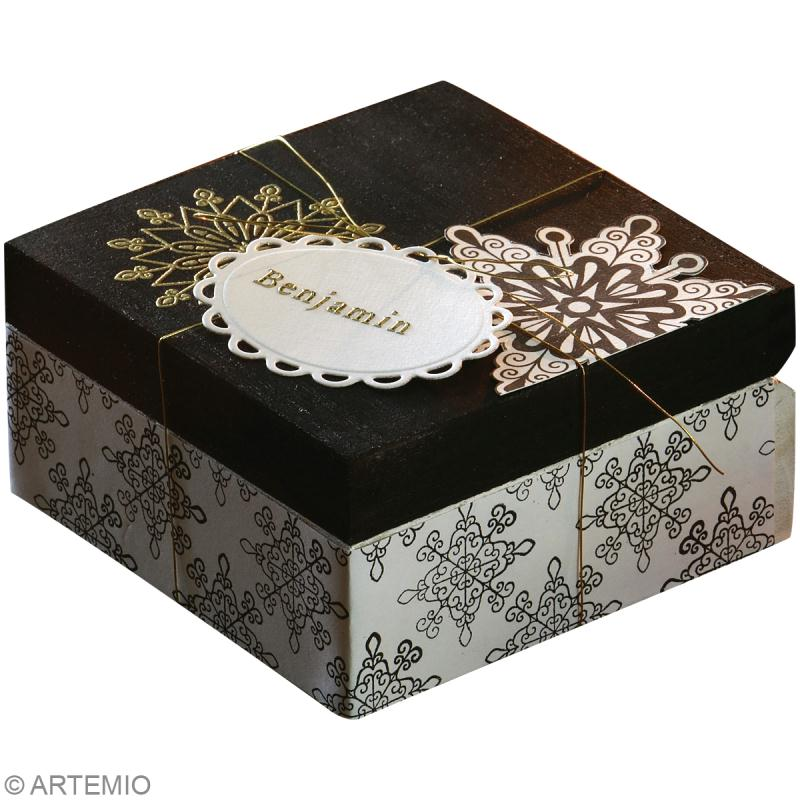 fabriquer une bo te cadeau de no l id es et conseils no l. Black Bedroom Furniture Sets. Home Design Ideas