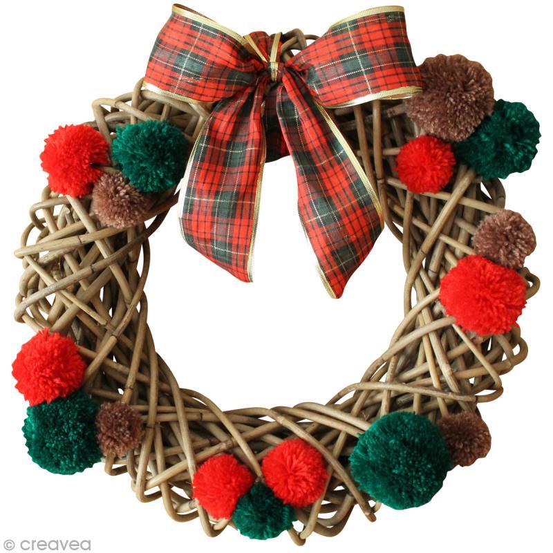La couronne de no l diy en rouge et vert id es et - Fabrication de couronne de noel ...