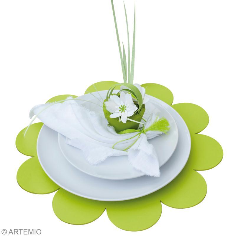 D co mariage vert et blanc les assiettes id es et for Cuillere pour decorer les assiettes