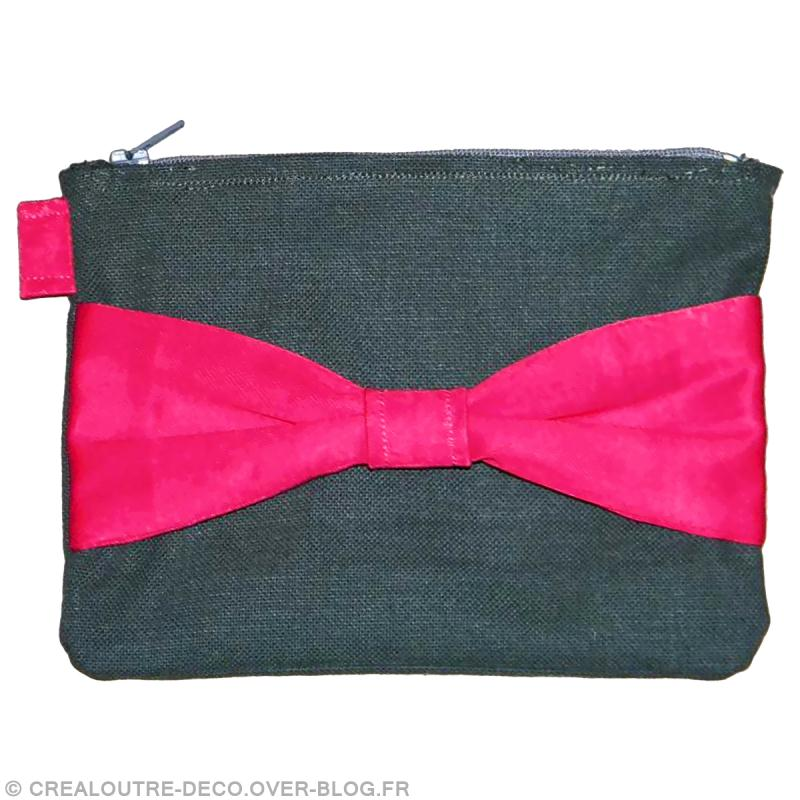 diy couture facile r aliser une trousse l gante avec gros noeud id es et conseils couture. Black Bedroom Furniture Sets. Home Design Ideas