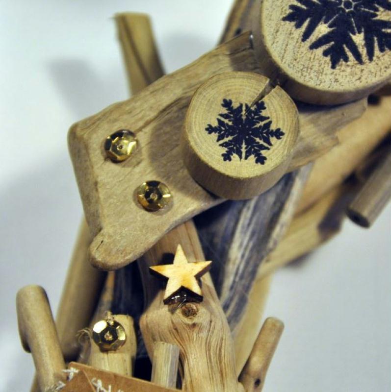 Diy couronne de porte de no l en bois flott id es et for Couronne bois flotte