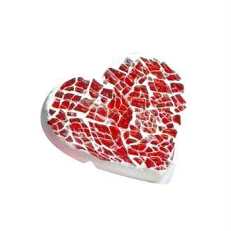 Un coeur réalisé en mosaïque rouge