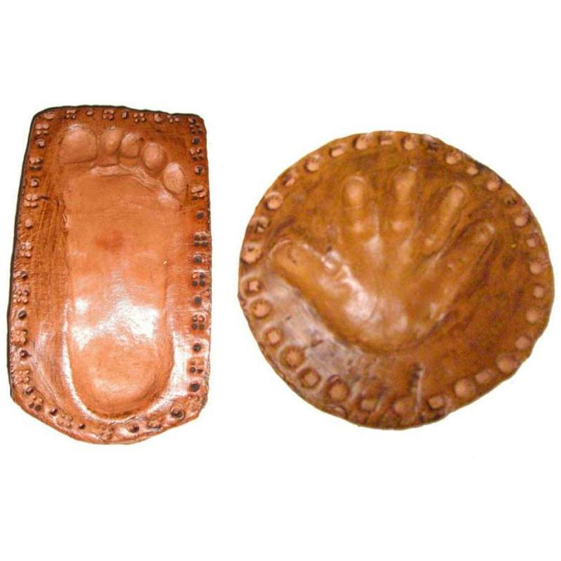 Empreinte de pied ou de main avec de la p te autodurcissante id es et conseils moulage - Idee de creation avec de l argile ...