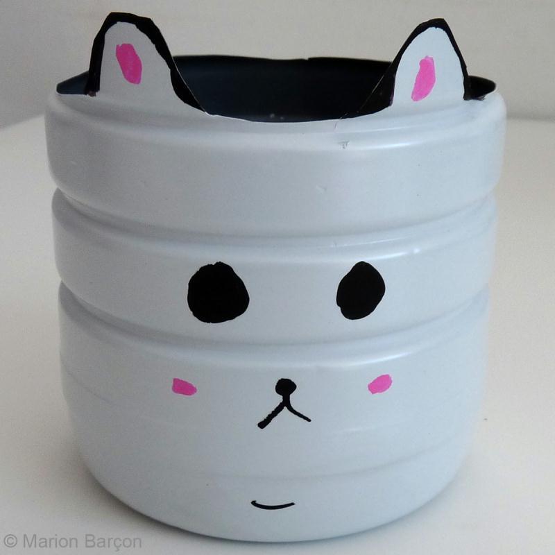 fabriquer un cache pot avec une bouteille en plastique id es et conseils r cup ration recyclage. Black Bedroom Furniture Sets. Home Design Ideas