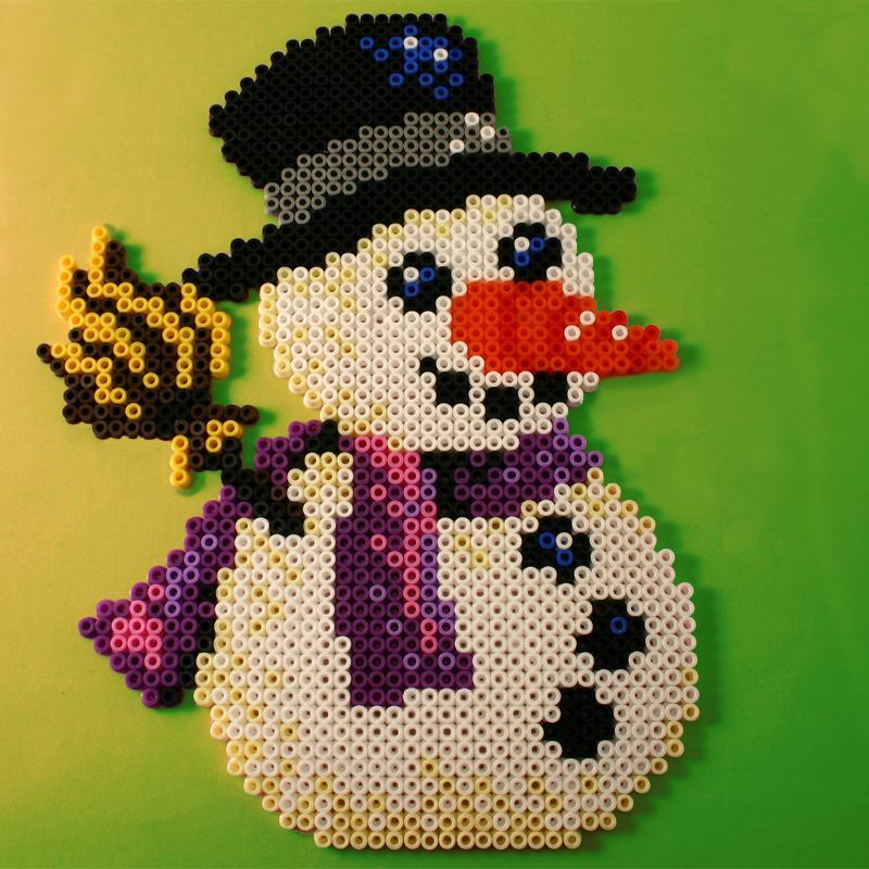Bonhomme de neige en perles repasser hama special noel - Modele bonhomme de neige ...