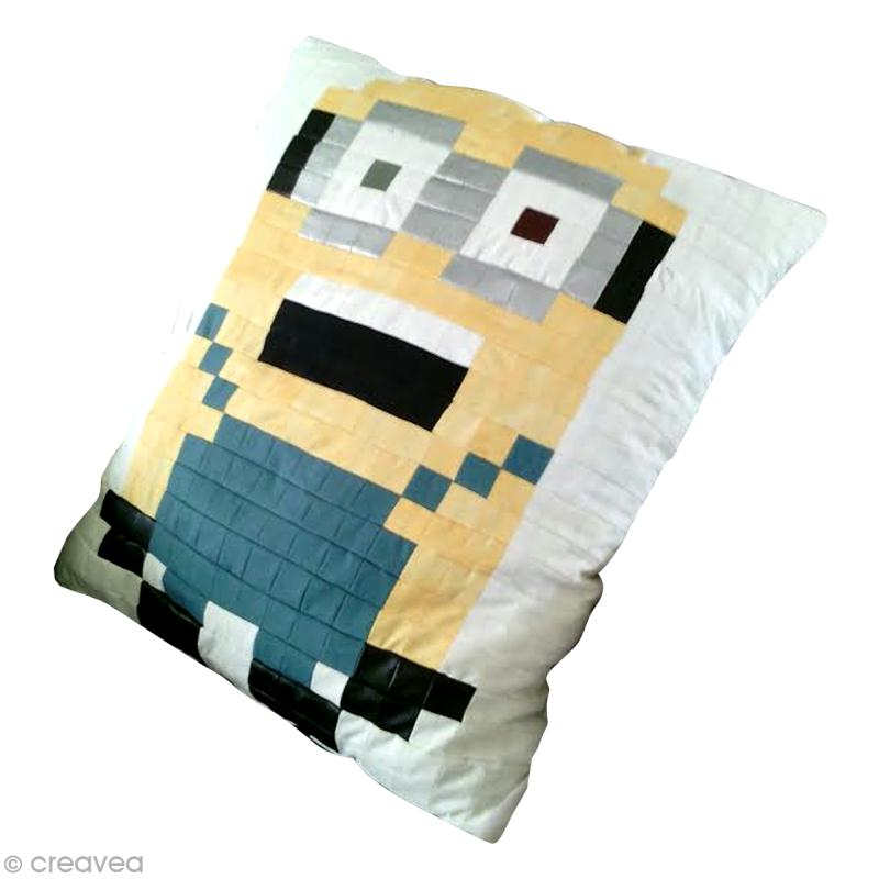 inspiration minion coussin en patchwork id es et conseils diy minions. Black Bedroom Furniture Sets. Home Design Ideas