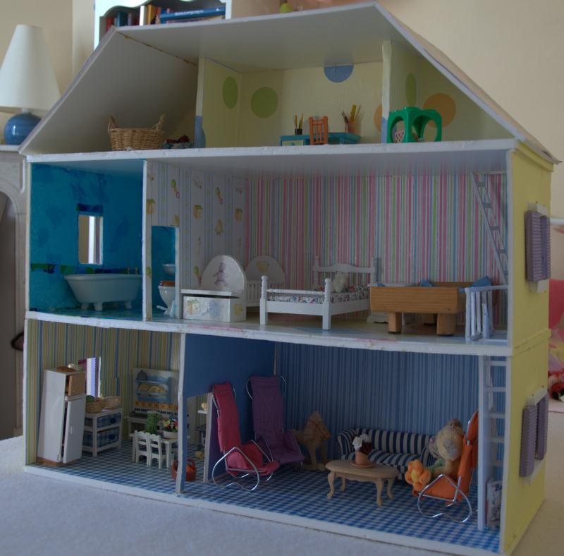 Fabriquer maison de poup e en carton plume id es et conseils maquettes et m - Fabrication deco maison ...