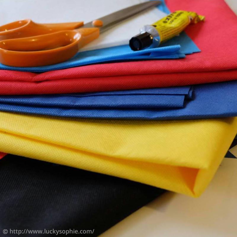 tutoriel d guisement facile cape de super h ros id es et conseils masque et d guisement. Black Bedroom Furniture Sets. Home Design Ideas