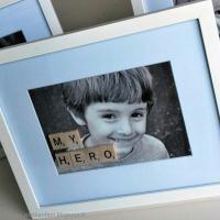 DIY Fête des Pères : Décorez un cadre photo avec des lettres Scrabble