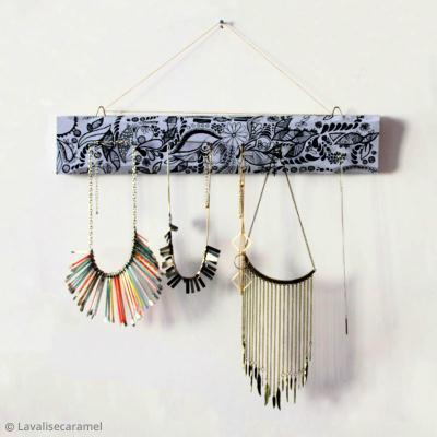 Diy d co fabriquer un porte bijoux id es et conseils - Fabriquer porte bijoux facile ...