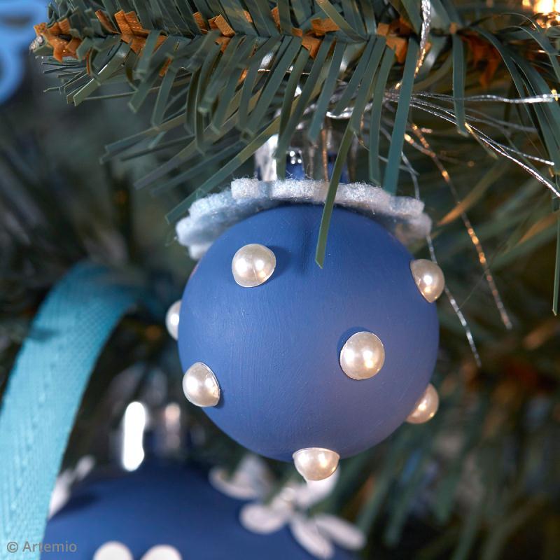 bricolage no l facile boules de no l d cor es avec jolies perles id es et conseils boules de. Black Bedroom Furniture Sets. Home Design Ideas