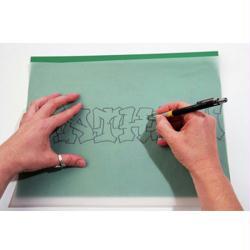 3. Décalquer l'alphabet graffiti