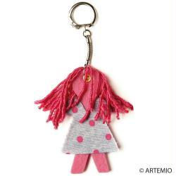 4. Créer un porte clé en feutrine Maman dreads roses