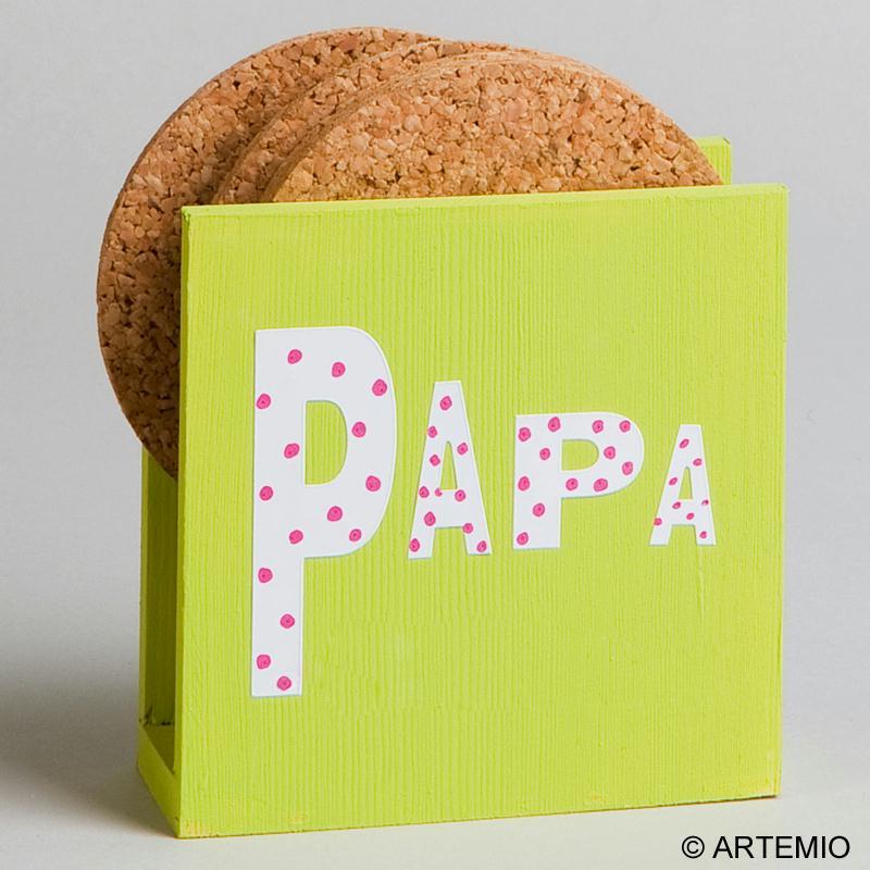personnaliser des porte serviettes en bois pour papa. Black Bedroom Furniture Sets. Home Design Ideas