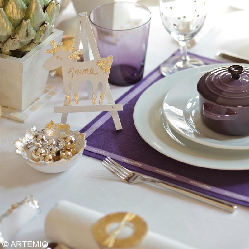 d corer la table de f tes en or argent et violet id es et conseils d coration de table. Black Bedroom Furniture Sets. Home Design Ideas