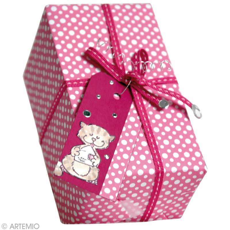 R aliser un paquet cadeau original pour no l id es et conseils no l - Papier cadeau personnalisable ...