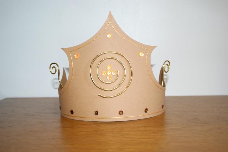 fabriquer une couronne pour l 39 epiphanie id es et conseils activit manuelle enfant. Black Bedroom Furniture Sets. Home Design Ideas