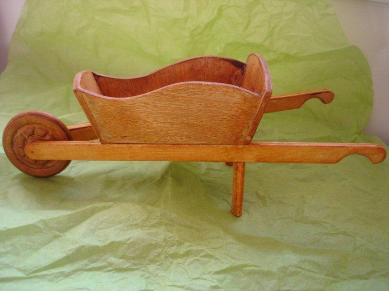 brouette cr ations maquettes et miniatures de gd anges n 17651 vue 11911 fois. Black Bedroom Furniture Sets. Home Design Ideas