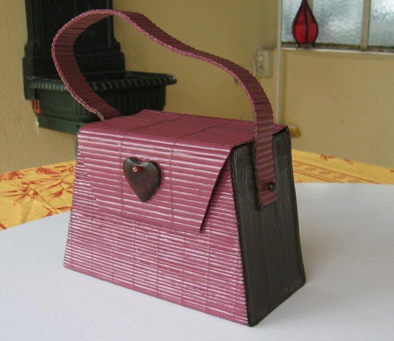 sac main en carton cr ations techniques diverses de n 18849 vue 4527 fois. Black Bedroom Furniture Sets. Home Design Ideas