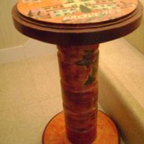 Guéridon en bois décoré
