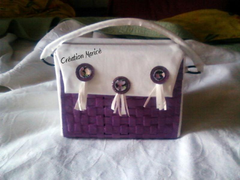 sac main violet en carton cr ations techniques diverses de maric n 26398 vue 2545 fois. Black Bedroom Furniture Sets. Home Design Ideas