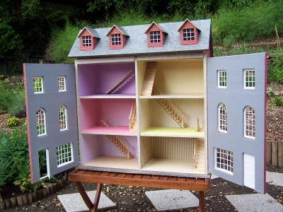 Maison de poupee cr ation meuble en carton de maison - Creation a faire a la maison ...