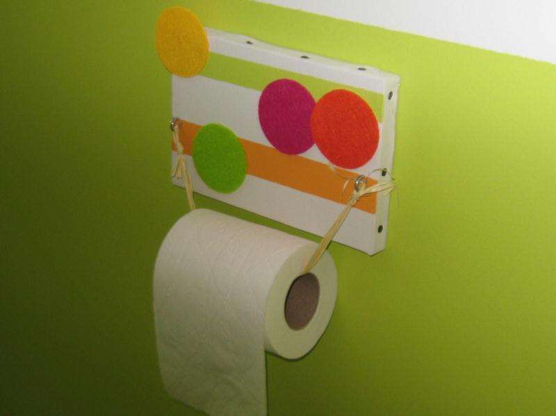 Porte papier toilette sur toile cr ations d coration de for Decoration porte toilette