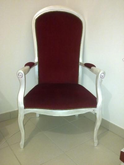 fauteuil voltaire rouge repeint cr ation peinture multi supports de olinda n 30 094 vue 7 787. Black Bedroom Furniture Sets. Home Design Ideas