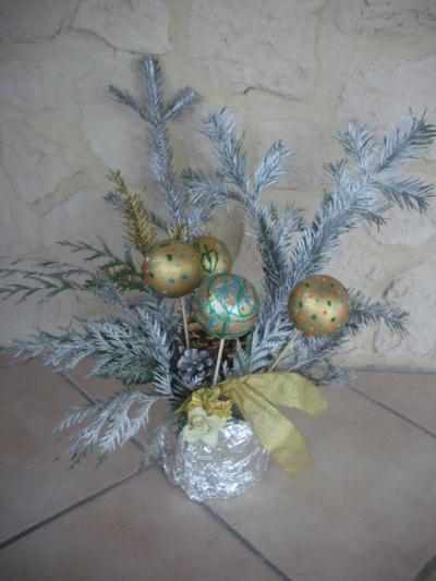 decoration de noel avec des branches de sapin. Black Bedroom Furniture Sets. Home Design Ideas