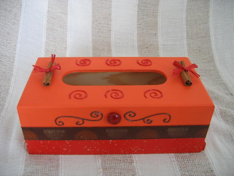 Boite mouchoir avec peinture 3d cannelle et paillettes cr ations peinture multi supports de for Peinture a paillette avis