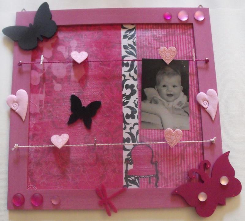 cadre p le m le en bois rose avec papillons et coeurs cr ations d coration de bonheur partag. Black Bedroom Furniture Sets. Home Design Ideas