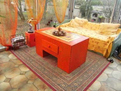 grande table basse en carton avec mosa que incrust e cr ation meuble en carton de crearose n. Black Bedroom Furniture Sets. Home Design Ideas