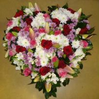 Composition florale coeur pour un deuil