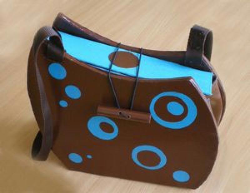 sac bubble marron et bleu en carton cr ations meuble en carton de l 39 automate d traqu e n 32110. Black Bedroom Furniture Sets. Home Design Ideas