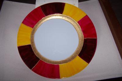 assiette tendance peinture porcelaine rouge jaune et or cr ation peinture sur porcelaine et. Black Bedroom Furniture Sets. Home Design Ideas