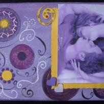 Toile scrapée pour photo couple violette et jaune