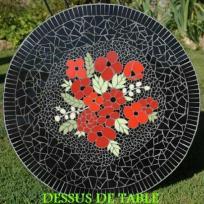 Table pied bistrot en mosaïque rouge et noir