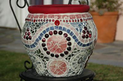Pot de fleurs en mosaïque avec incrustation de perles