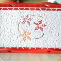 Plateau printannier rouge et blanc en mosaïque