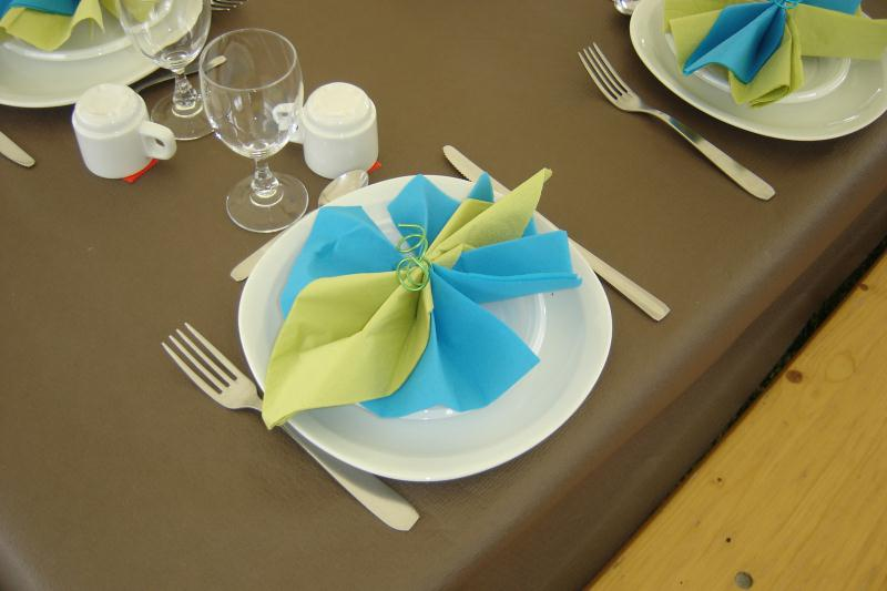 Pliage serviette turquoise et vert anis cr ations art de - Exemple de pliage de serviette de table ...