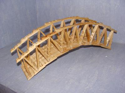 Petit pont cr ation cr ation en pinces linge de mac - Construire un petit pont en bois ...