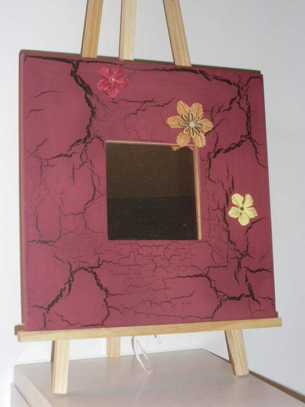 Miroir en bois peinture rouge effet craquelé brun
