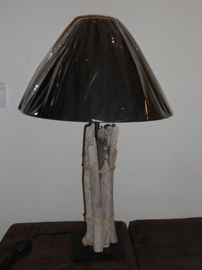 Lampe petit tas de bois flott cr ation lampes et for Petit bois flotte
