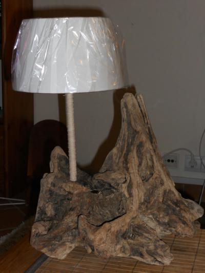 Lampe en bois flott l 39 arraigada cr ation lampes et for Lampe en bois flotte creation
