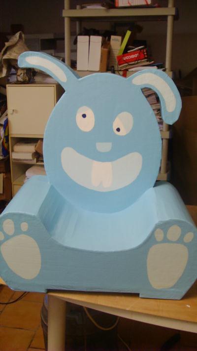si ge enfant lapin bleu cr ation meuble en carton de bianca n 36 229 vue 2 405 fois. Black Bedroom Furniture Sets. Home Design Ideas