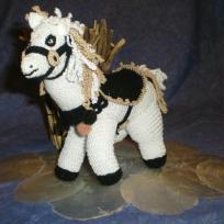 Petit cheval blanc - réalisé au crochet