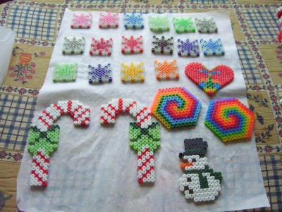 Déco de Noel colorée en perles Hama